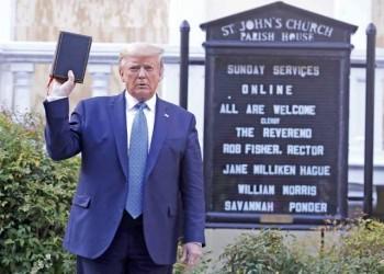زعماء للبروتستانت والكاثوليك ينتقدون رفع ترامب للإنجيل أمام كنيسة