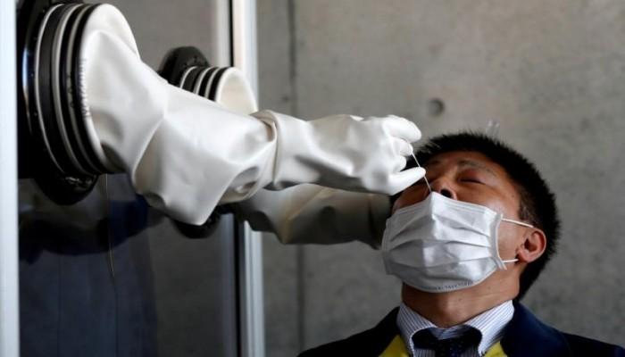 اليابان تصرح باختبار لكورونا عبر اللعاب لحماية الفرق الطبية