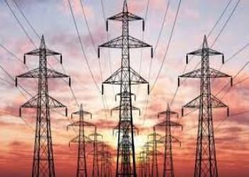 إيران توقع عقدا لتصدير الكهرباء إلى العراق