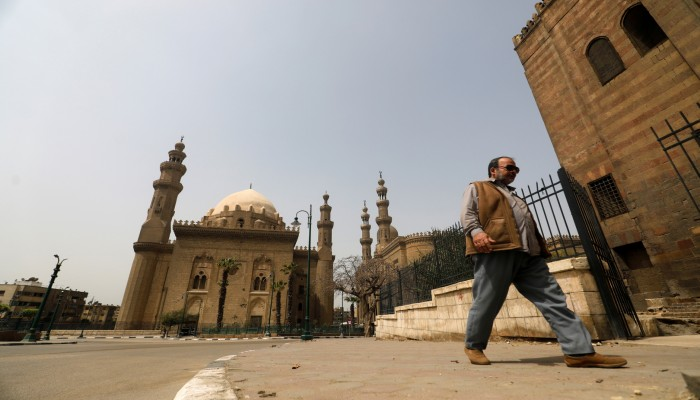 الأوقاف المصرية تحذر أئمتها من السوشيال ميديا