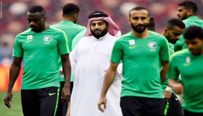 سعوديون لتركي آل الشيخ: الكورة ما رجعت حلوة إلا يوم ما ابتعدت