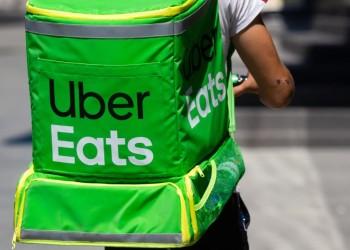 أوبر تعرض توصيل الطعام من المطاعم التي يمتلكها السود مجانًا