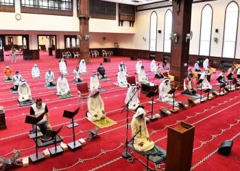 بعد توقف 3 أشهر.. الكويتيون يؤدون صلاة الجمعة في المساجد
