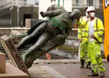 إسقاط التماثيل