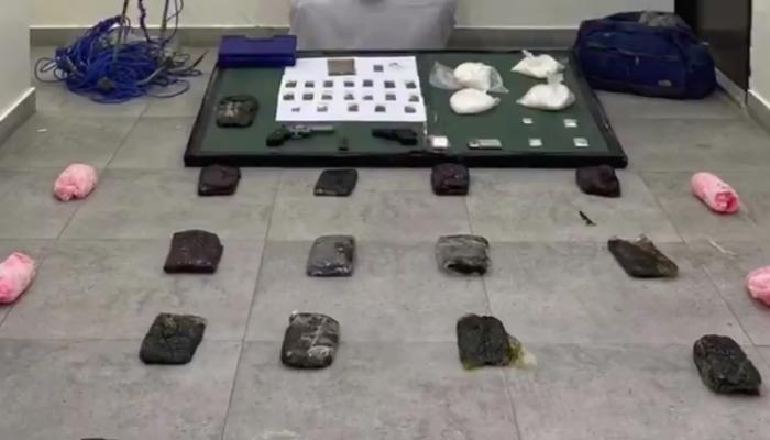 إحباط عملية تهريب مخدرات بحرا بالكويت (فيديو)