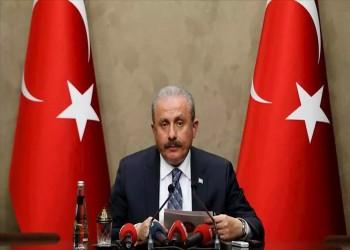 رئيس برلمان تركيا يتهم ماكرون بجر ليبيا للفوضى بدعمه حفتر