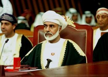 عمانيون يتداولون صورا لشبيه السلطان قابوس.. شاهد
