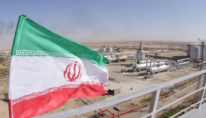 إيران تعلن تصدير مشتقات نفطية إلى دولتين خليجيتين