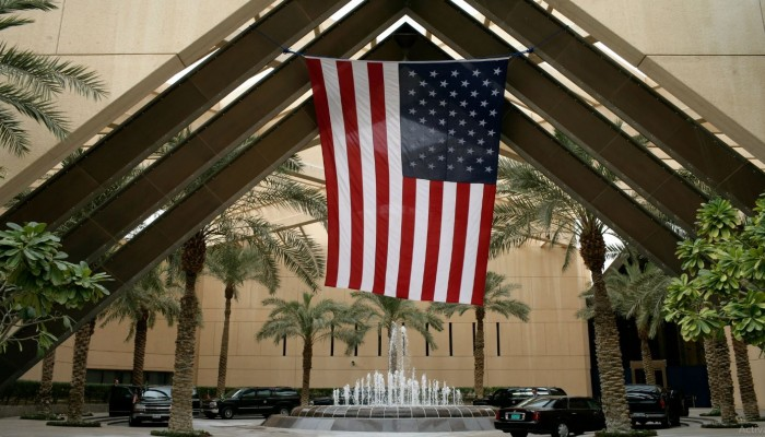 تقارير سرية قاتمة حول كورونا في الرياض وراء إجلاء دبلوماسيين أمريكيين