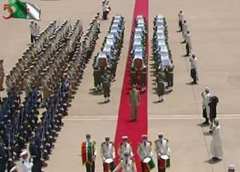 الجزائر تستعيد رفات 24 مقاتلا للاستعمار في لحظة تاريخية (فيديو)