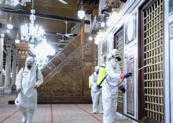 مصر تغلق الحسين وتشدد إجراءات التباعد في المساجد