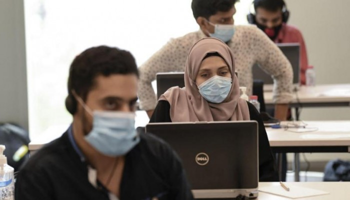 موظفو الإمارات يعودون لأعمالهم وفق إجراءات صحية