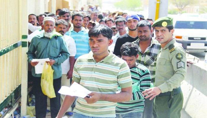 العاهل السعودي يوافق على تمديد مبادرات التأشيرات والإقامات للوافدين