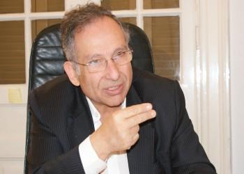 محكمة مصرية تمنع المعارض ممدوح حمزة من السفر