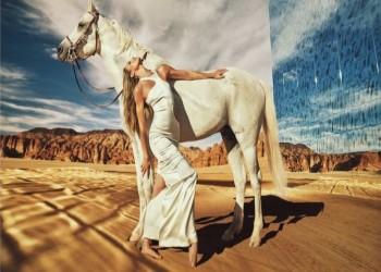 صور صاخبة لعارضات أزياء عالميات بالمدينة المنورة