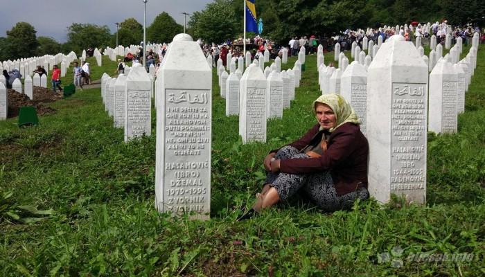 أردوغان يعزي شعب البوسنة في ضحايا مذبحة سربرنيتسا