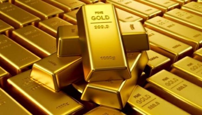 العالم يحتمي بالذهب