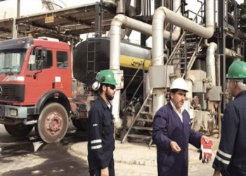 الاتحادات العمالية بالكويت تحذر من خفض الأجور