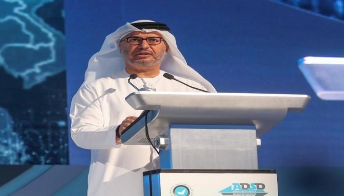 قرقاش يطالب الإمارات بالعمل على وقف إطلاق النار في ليبيا