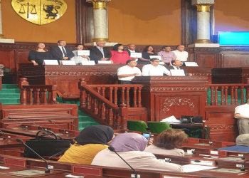 كتلة عبير موسى تحتل منصة الغنوشي بالبرلمان التونسي