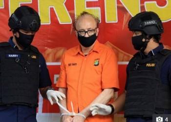 إندونيسيا.. انتحار مسن فرنسي اغتصب أكثر من 300 طفل