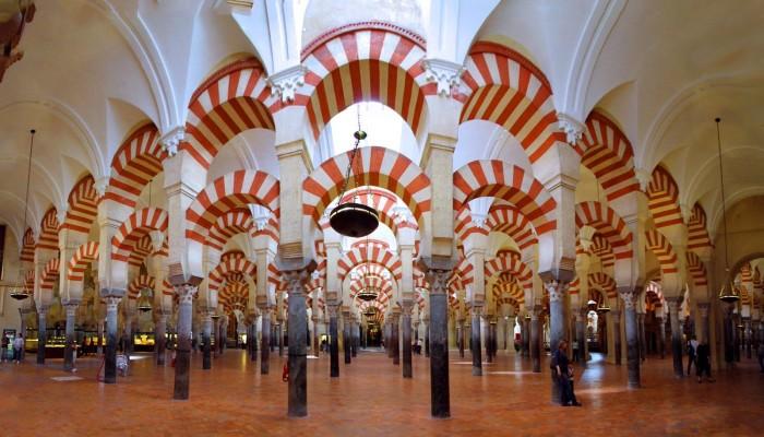 حاكم الشارقة يطالب بإعادة مسجد قرطبة بإسبانيا للمسلمين
