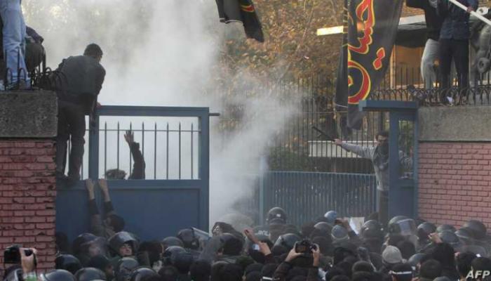 تقارير تتوقع استعدادات لاقتحام السفارة البريطانية في طهران