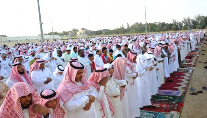 7 دول عربية تمنع صلاة العيد خارج البيوت.. والكويت تسمح