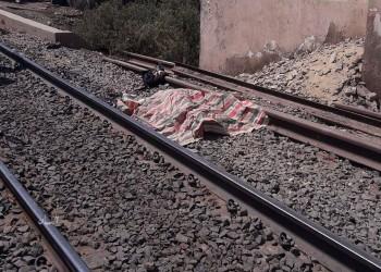 مأساة في مصر.. أب يلقي أولاده الثلاثة أمام قطار