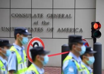 لحظة إنزال العلم الأمريكي عن قنصلية تشنجدو بالصين (فيديو)