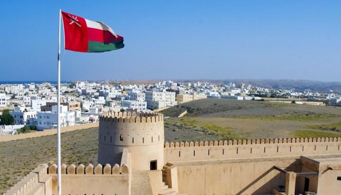 عمان تختار بنكا أبوظبي الأول ومسقط لترتيب قرض بملياري دولار