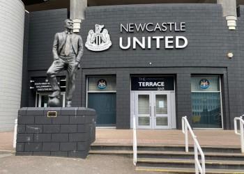 نيوكاسل: مالك النادي مازال ملتزما بالصفقة السعودية