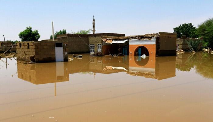 بالصور.. ارتفاع مناسيب النيل يغرق أحياء كاملة بالسودان