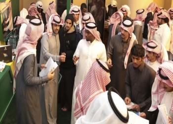 سعوديون على تويتر: الوظائف للأجانب والمواطن يبيع على الأرصفة