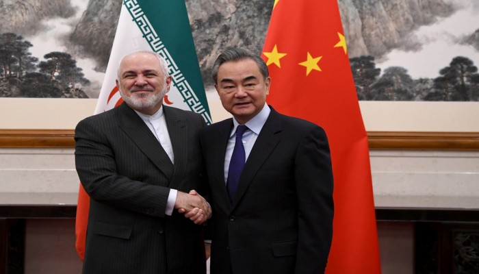 كيف توازن الصين بين علاقاتها مع إيران ودول الخليج؟