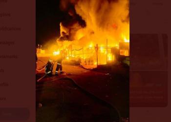 السعودية.. السيطرة على حريق في سوق أعلاف بحفر الباطن (فيديو)