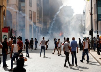 قتيل وعشرات الجرحى بمظاهرات واقتحامات مؤسسات حكومية في بيروت