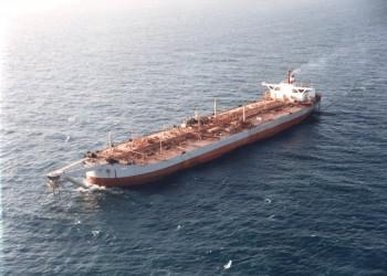 كارثة عائمة.. مخاوف من انفجار سفينة شحن نفطية قرب سواحل اليمن