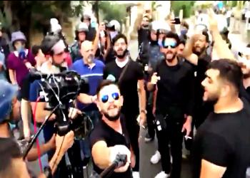 أبناء خامنئي يثيرون جدلا في لبنان: روحوا على إيران