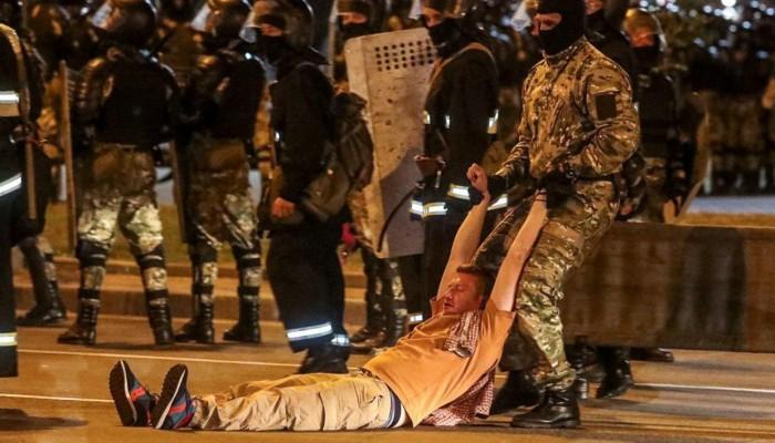 اشتباكات عنيفة واعتقال الآلاف في بيلاروسيا عقب الانتخابات الرئاسية