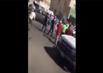 مصريون يضربون مواطنا كويتيا بعد اعتدائه على زميل لهم