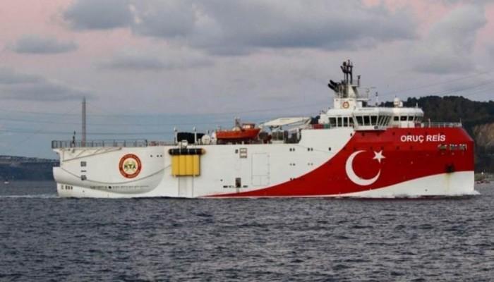 اليونان ترصد غواصة تركية بمياهها الإقليمية وتتوعد باستهدافها
