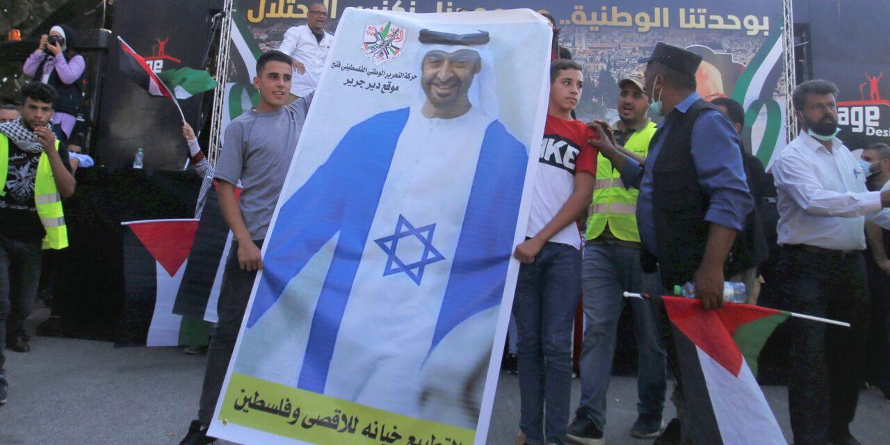مقامرة أبوظبي.. لماذا سيفشل التطبيع الإماراتي في إعادة الحياة للمفاوضات الفلسطينية؟