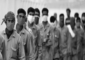 الجارديان: الجوع يحاصر آلاف العمال في دبي بعد تخلي شركاتهم عنهم