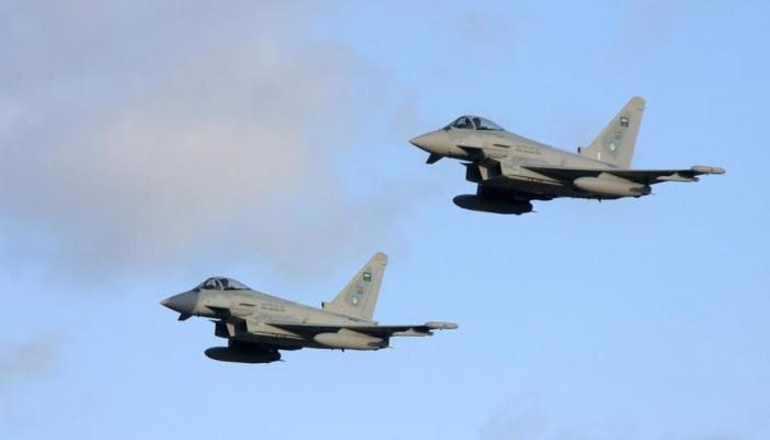 قناة: التحالف العربي يستهدف مركزا لتصنيع الصواريخ والمسيرات الحوثية