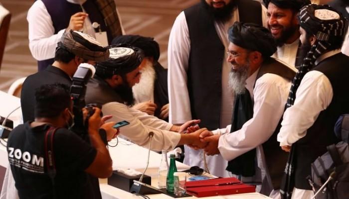 طالبان تفرج 22 سجينا حكوميا بالتزامن مع محادثات سلام مباشرة