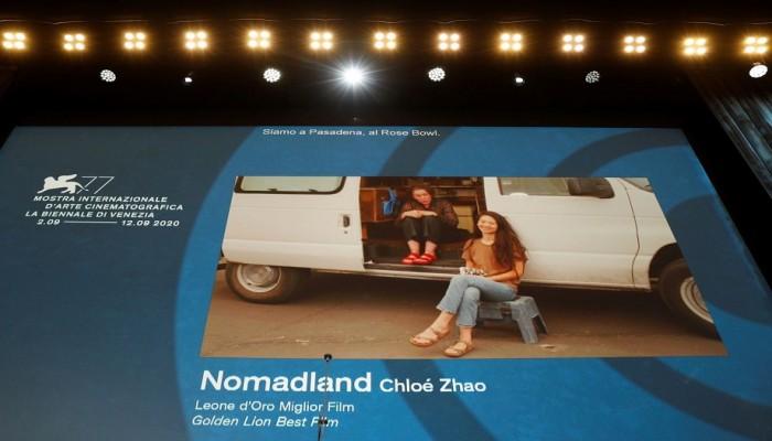 فيلم نومادلاند الأمريكي يقتنص الأسد الذهبي بمهرجان البندقية السينمائي