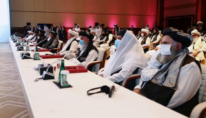 أمير قطر يلتقي وفدي الحكومة الأفغانية وطالبان في محادثات السلام بالدوحة