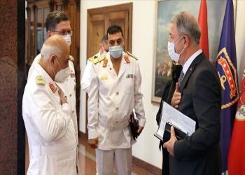 وزير الدفاع التركي يستقبل قائد القوات البحرية الليبية بأنقرة