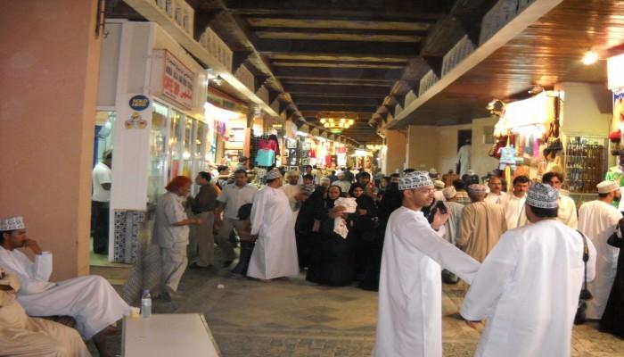 تراجع أعداد الوافدين في سلطنة عمان بنحو 273 ألف وافد